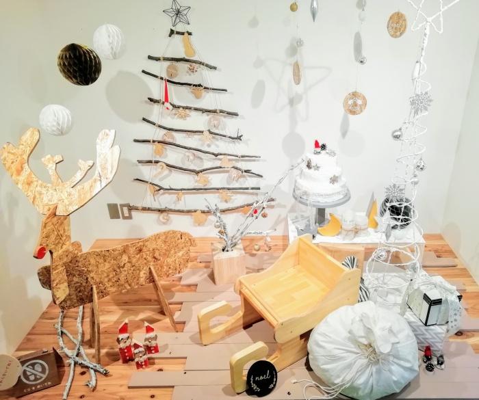クリスマス、トナカイ、そり、クリスマスツリーのフォトブース